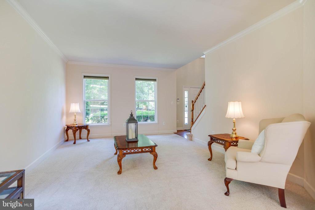 Family Room to front door - 6711 HUNTERS RIDGE RD, MANASSAS