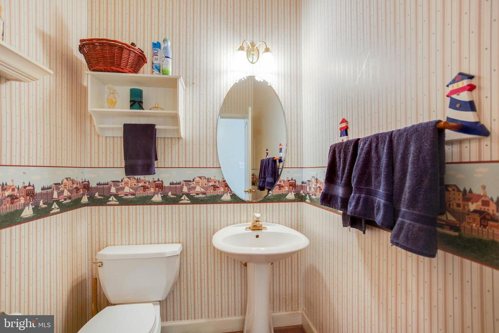 Entry Level half bathroom - 6711 HUNTERS RIDGE RD, MANASSAS