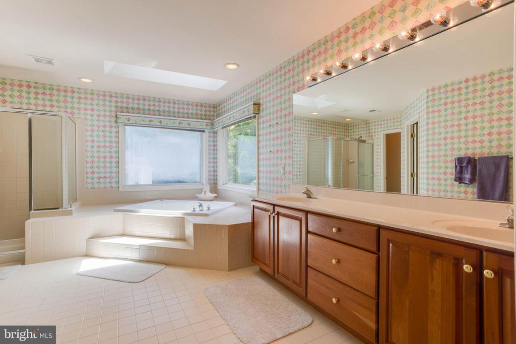 Owners Bathroom - 6711 HUNTERS RIDGE RD, MANASSAS