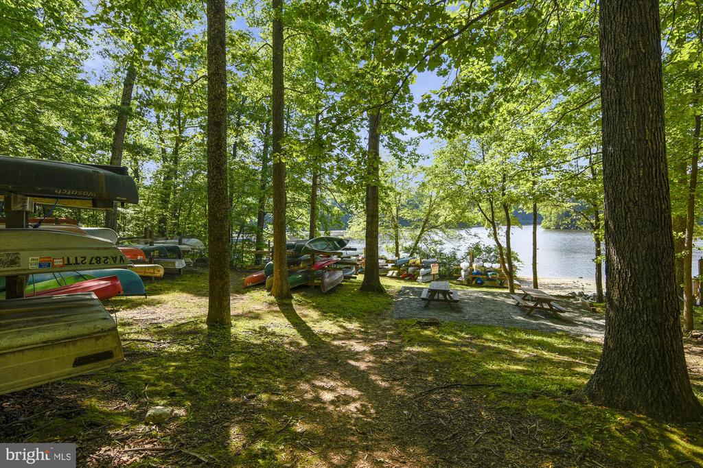 Kajak on the lake - 15795 FAWN PL, DUMFRIES