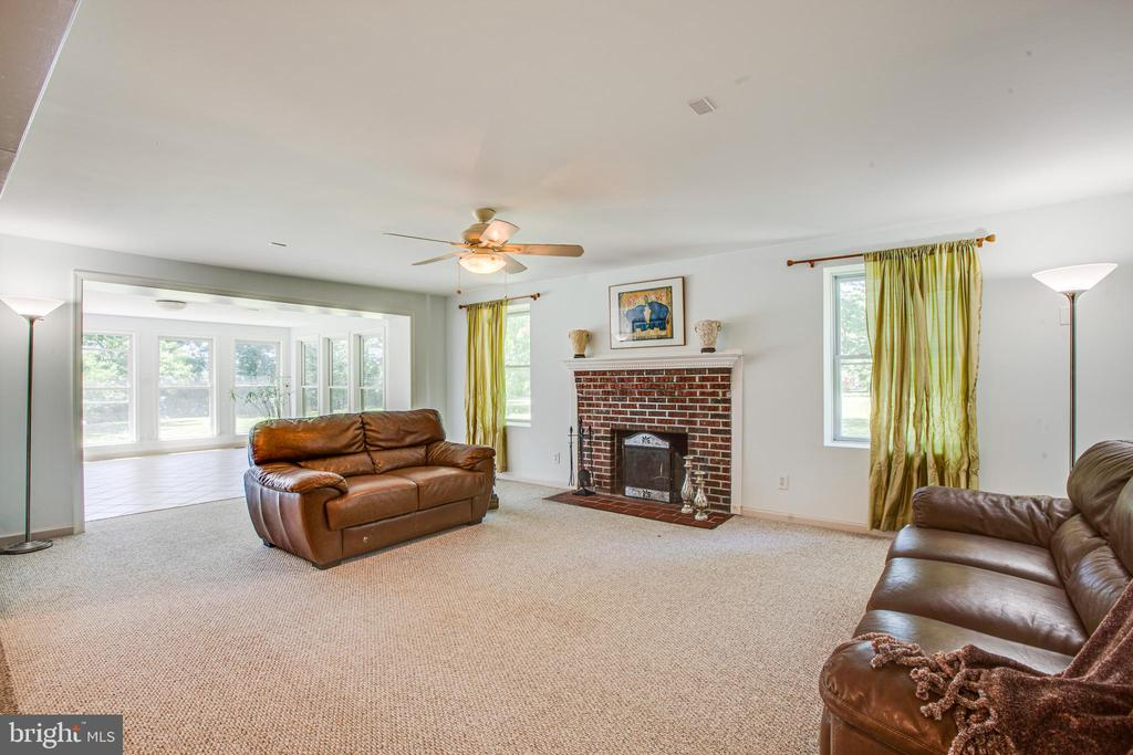 Cozy Wood-burning Fireplace in Family Room - 21 AQUIA CREST LN, STAFFORD