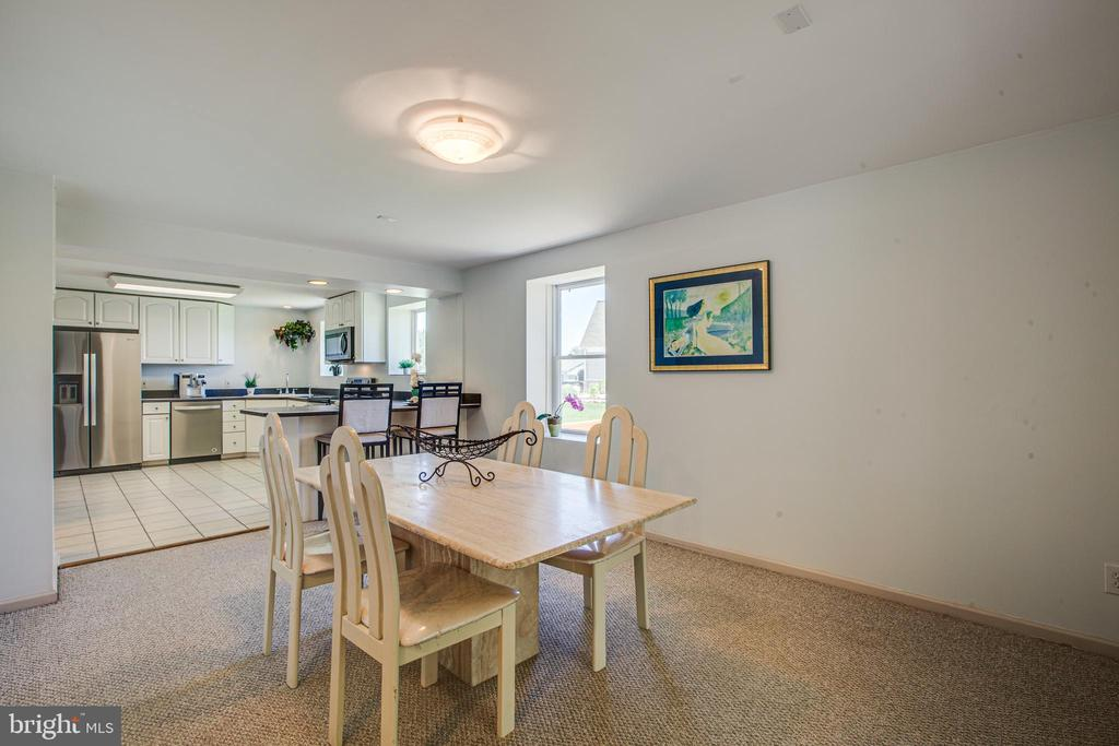 Large Dining Area for Entertaining - 21 AQUIA CREST LN, STAFFORD