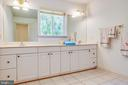 2nd Floor Bathroom with Shower & Dual Vanities - 21 AQUIA CREST LN, STAFFORD