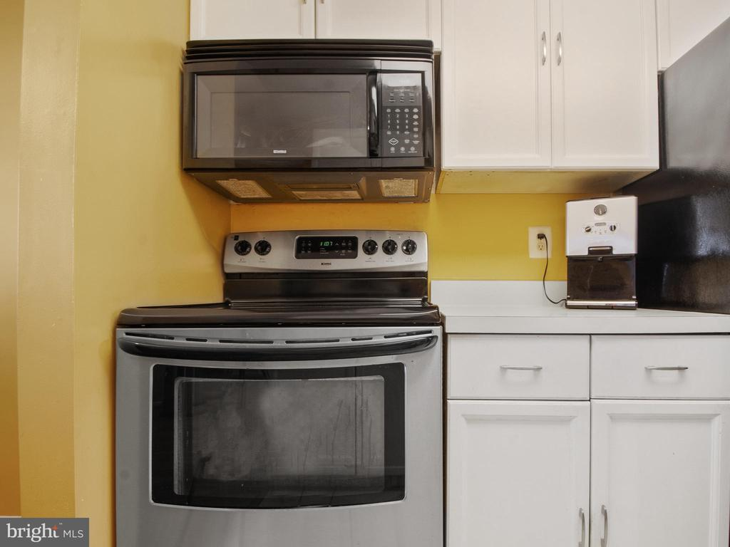 Newer Electric Appliances - 9168 KERSHAW CT, MANASSAS