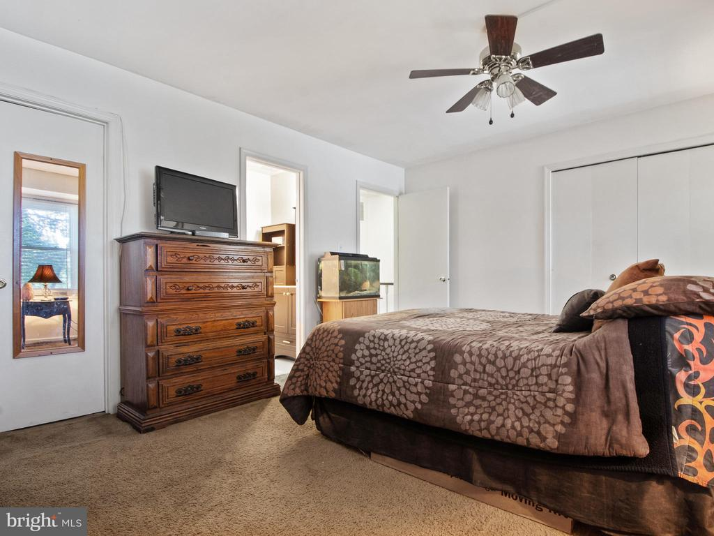 Master Bedroom toward Upper Hall - 9168 KERSHAW CT, MANASSAS