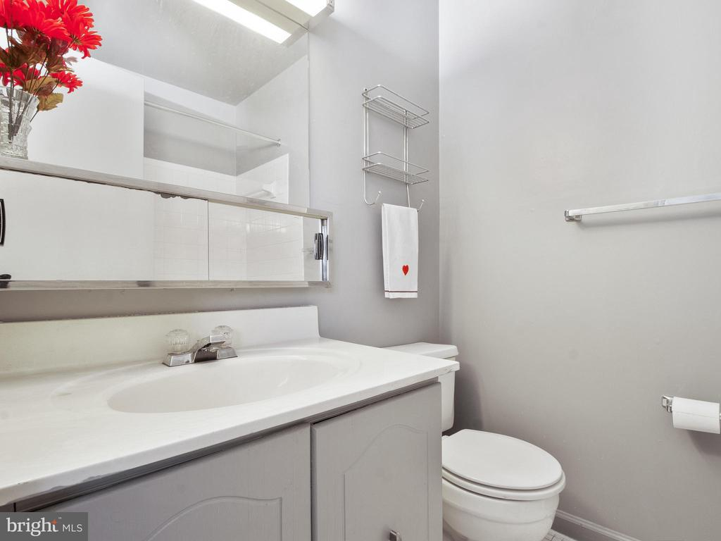 2nd Master Bath - 9168 KERSHAW CT, MANASSAS