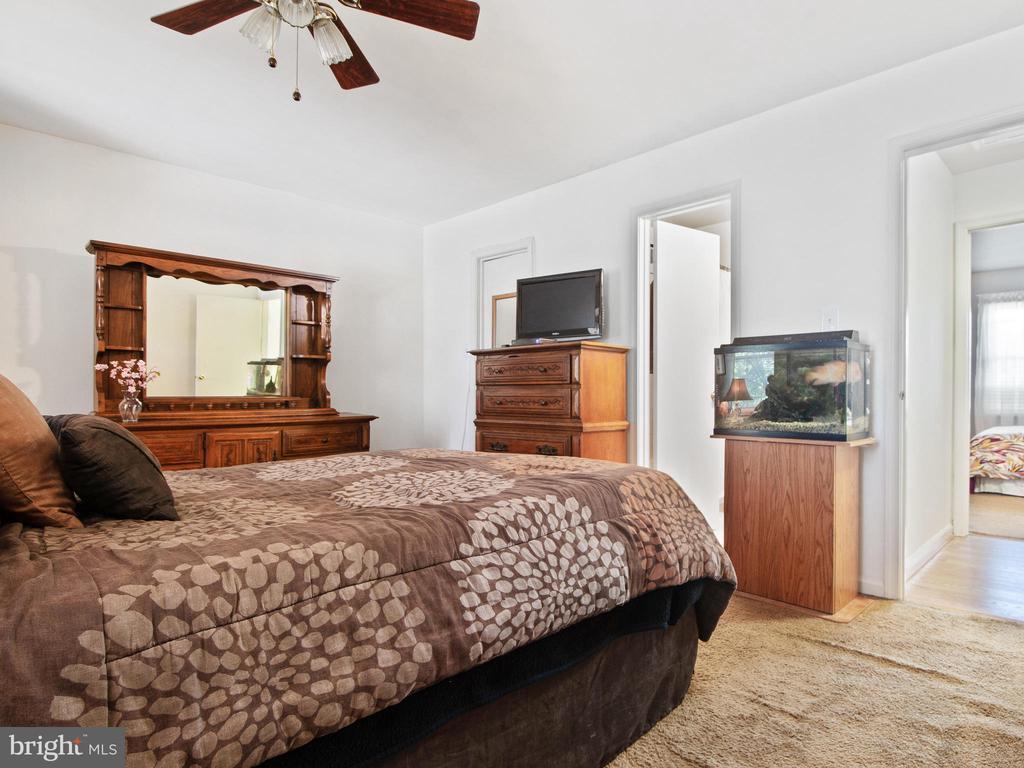Master Bedroom toward Master Bath & WIC - 9168 KERSHAW CT, MANASSAS