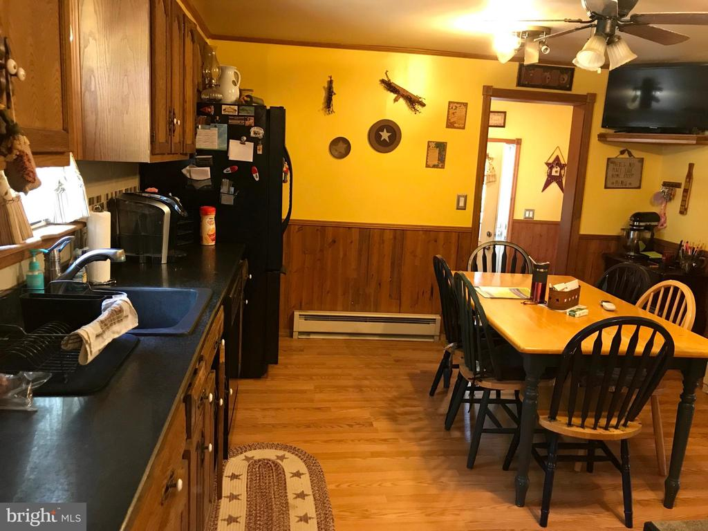 Eat In Kitchen - 105 HILL ST, MOUNT AIRY