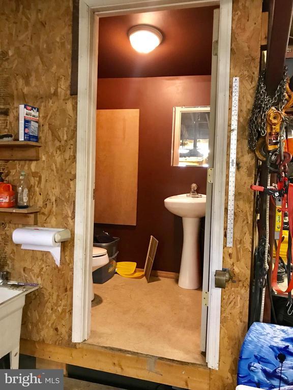 Half Bath in Garage - 105 HILL ST, MOUNT AIRY