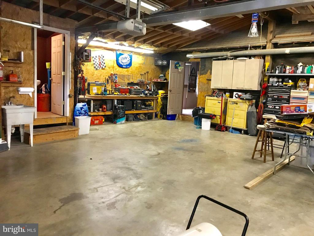 Over Sized Garage - 105 HILL ST, MOUNT AIRY