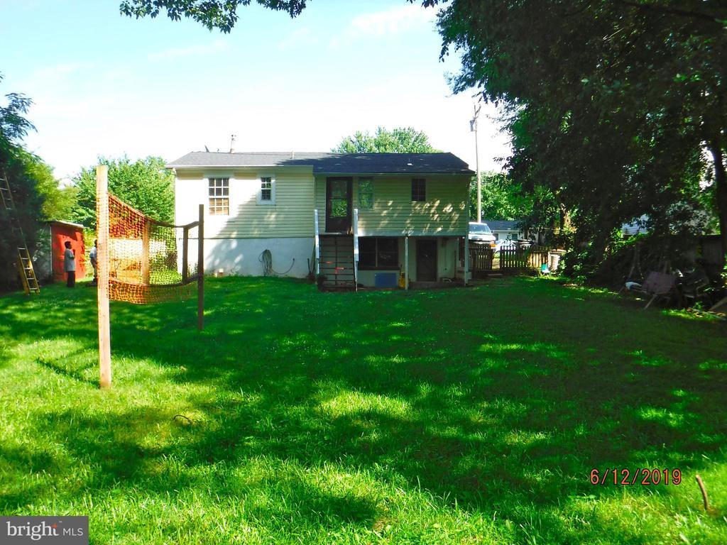 Large back yard - 7724 AMHERST DR, MANASSAS