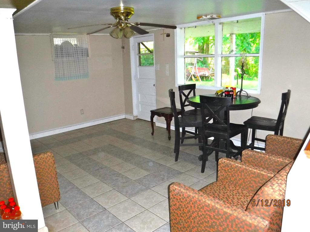 Family room in walk-out basement - 7724 AMHERST DR, MANASSAS