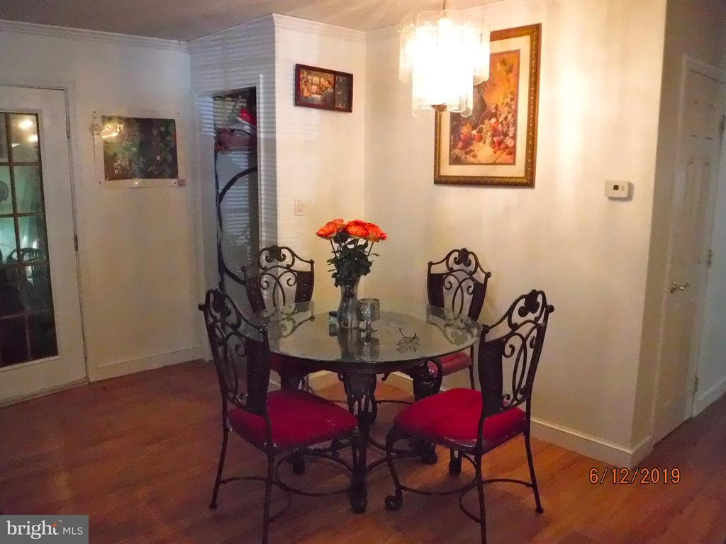 Dining area/ Living room combo - 7724 AMHERST DR, MANASSAS