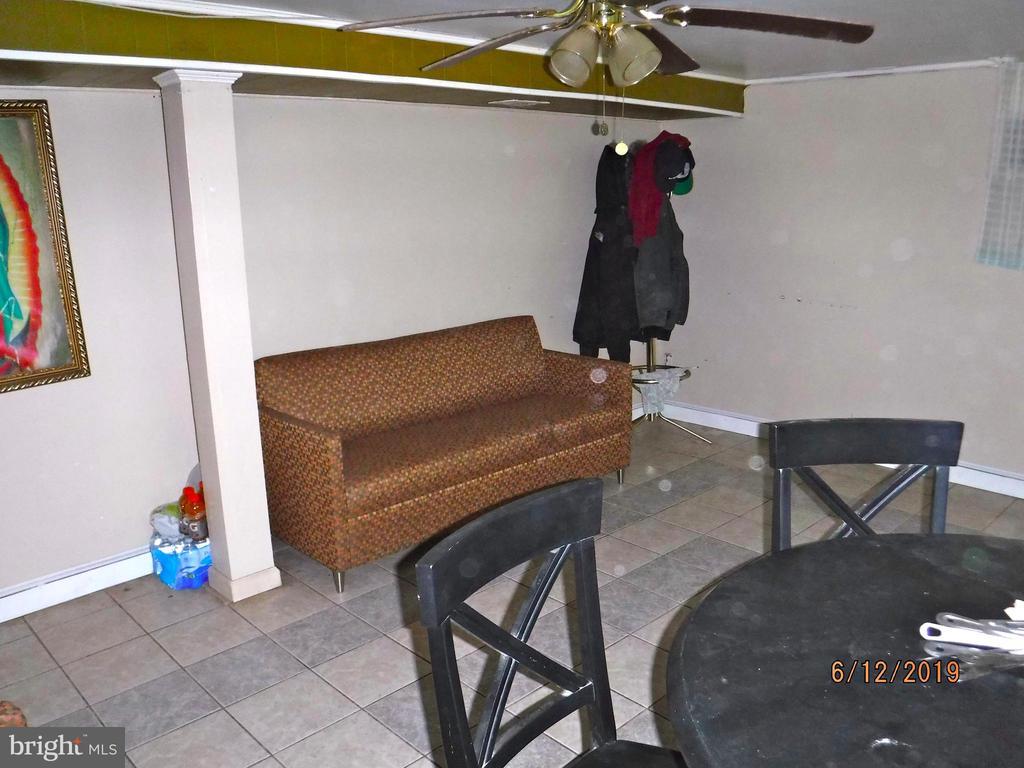 Family room in basement - 7724 AMHERST DR, MANASSAS