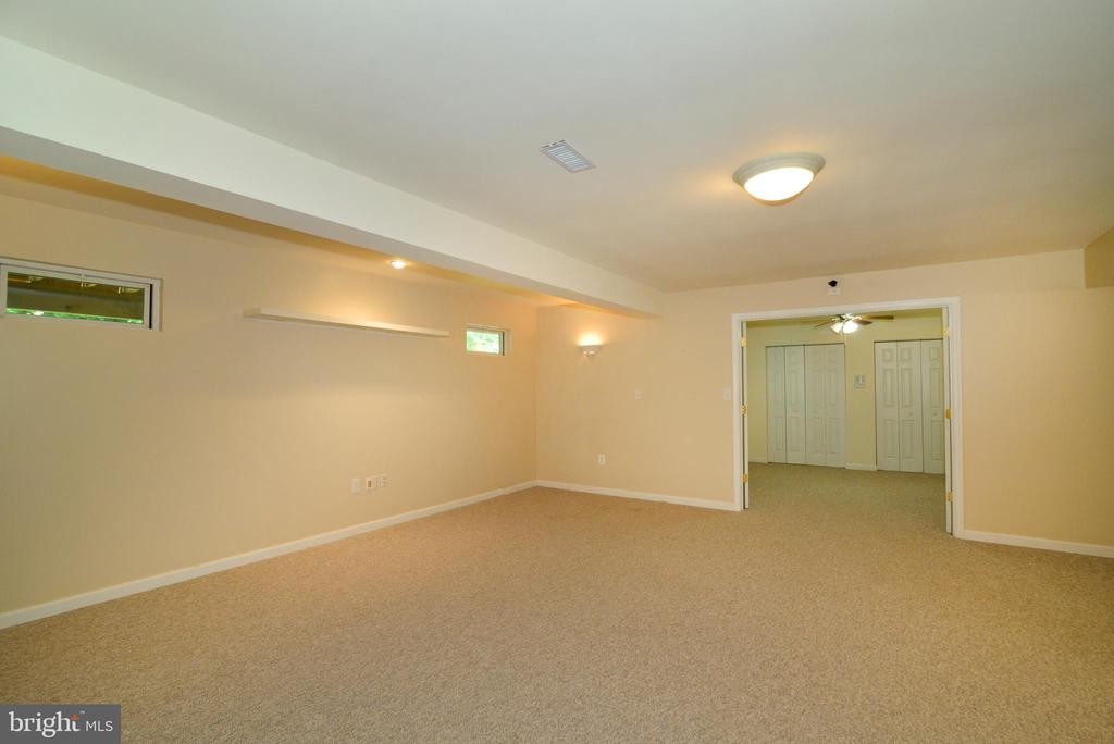 Lower Level Media/Rec Room - 416 LAWFORD DR SW, LEESBURG