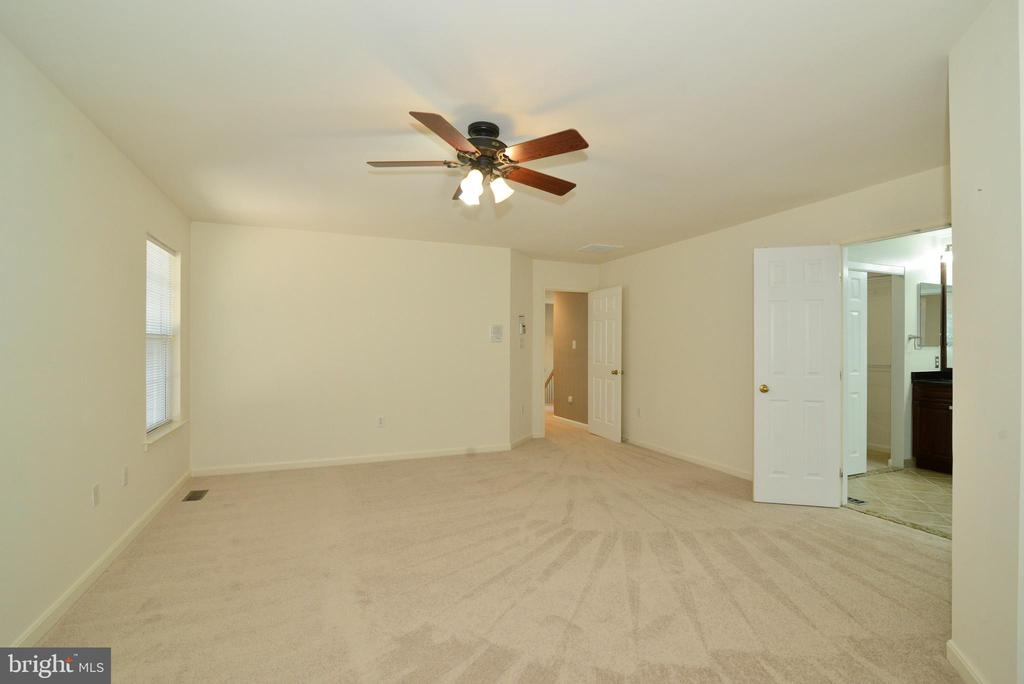 Master bedroom has walk-in closet - 416 LAWFORD DR SW, LEESBURG