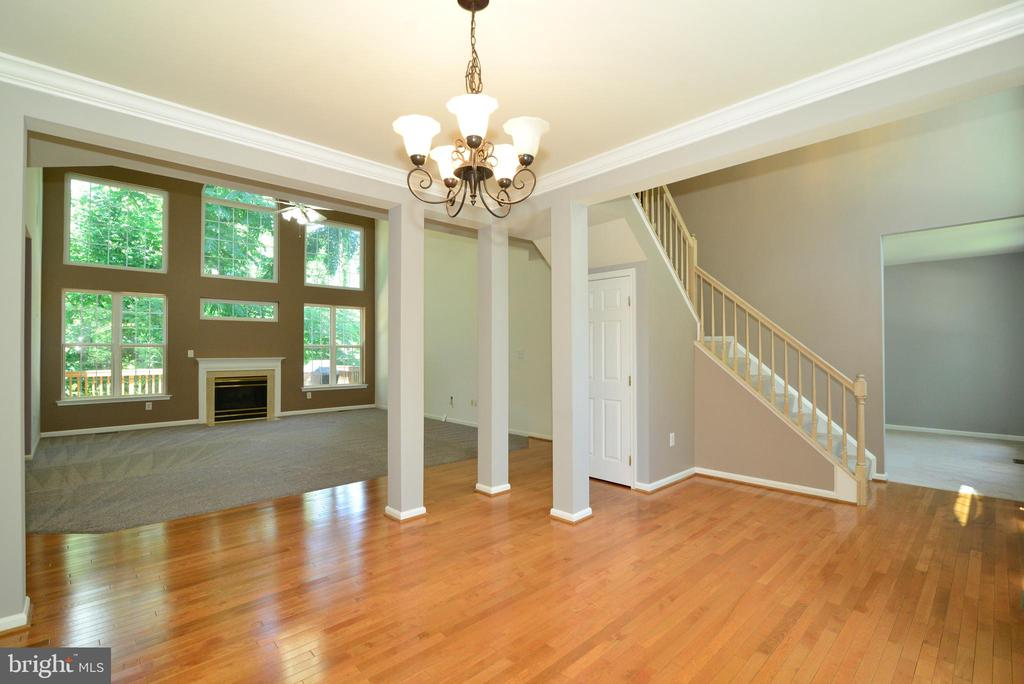 An open floor plan - 416 LAWFORD DR SW, LEESBURG