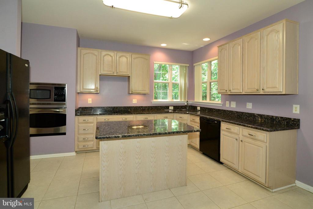 kitchen with granite counters - 416 LAWFORD DR SW, LEESBURG