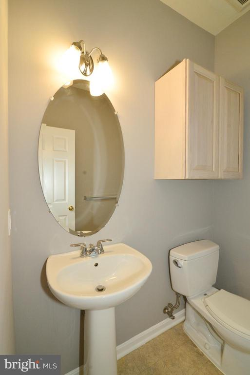 Powder Room - 416 LAWFORD DR SW, LEESBURG