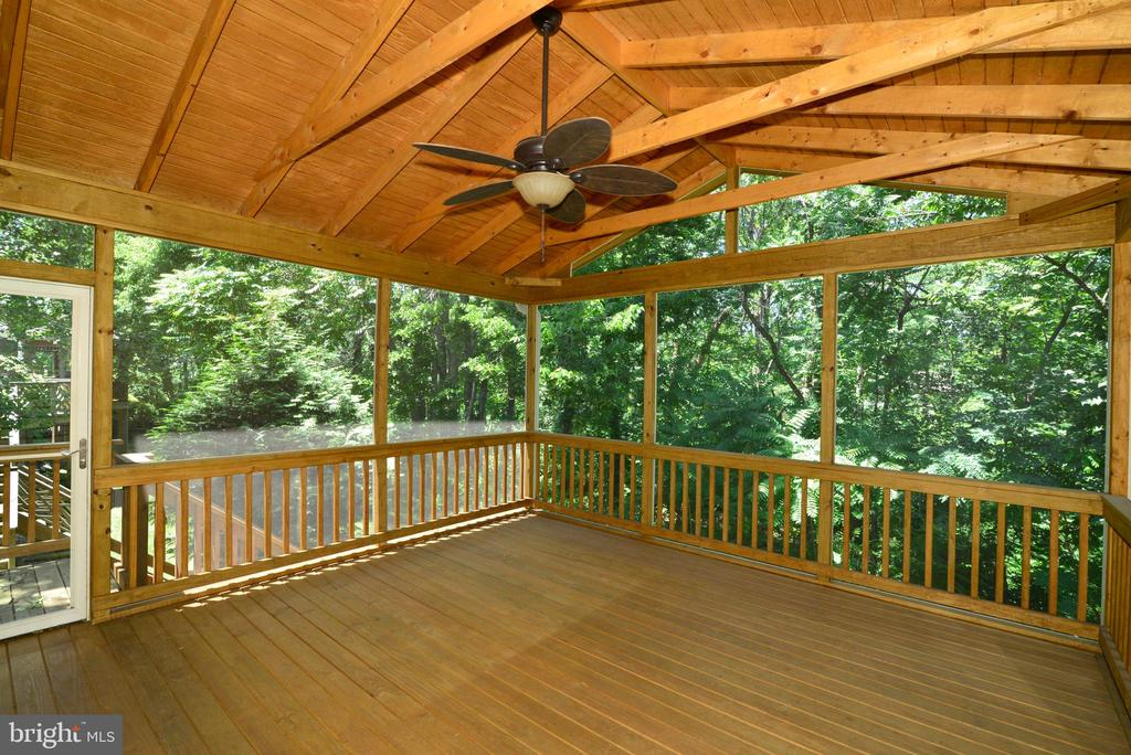 The screened deck is great for entertaining - 416 LAWFORD DR SW, LEESBURG