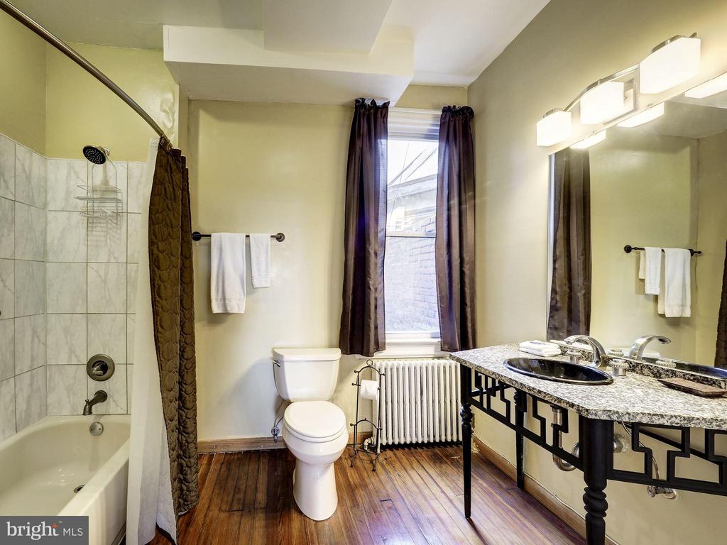 Bathroom 1 - Upper Level 1 - 1207 KENYON ST NW, WASHINGTON