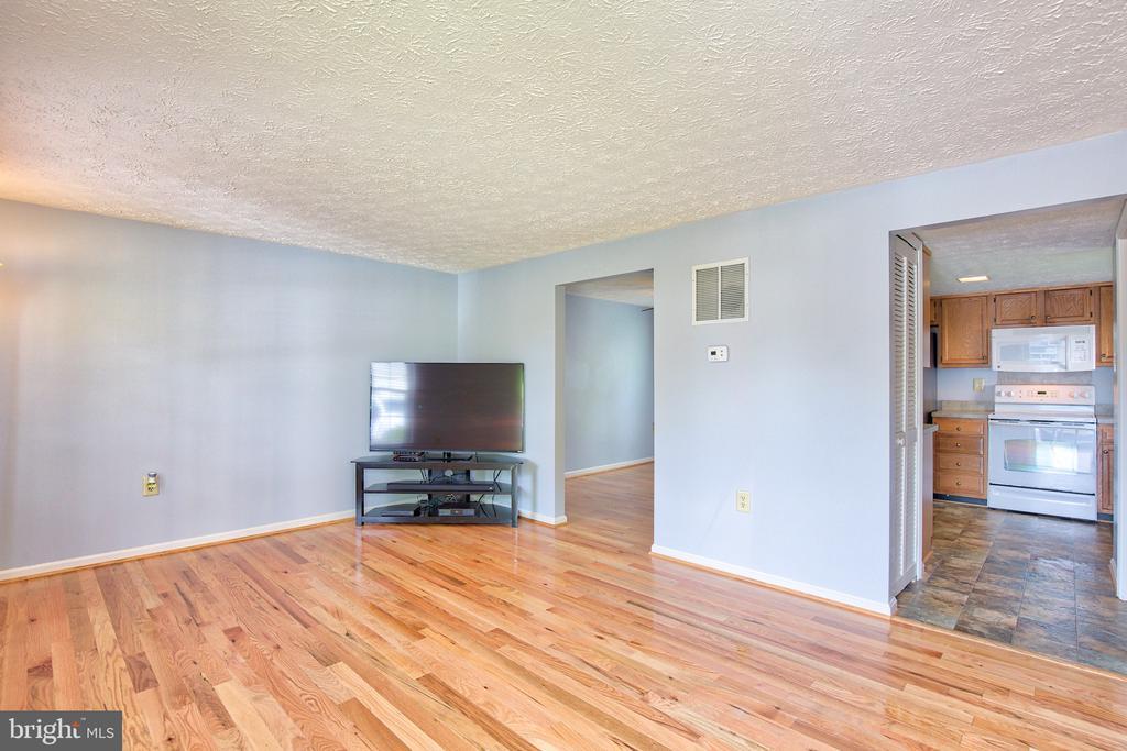 Fantastic starter home near Historic Leesburg - 1011 NELSON CT NE, LEESBURG