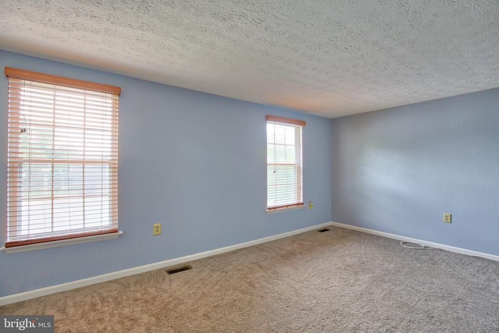 Large Second Bedroom - 1011 NELSON CT NE, LEESBURG