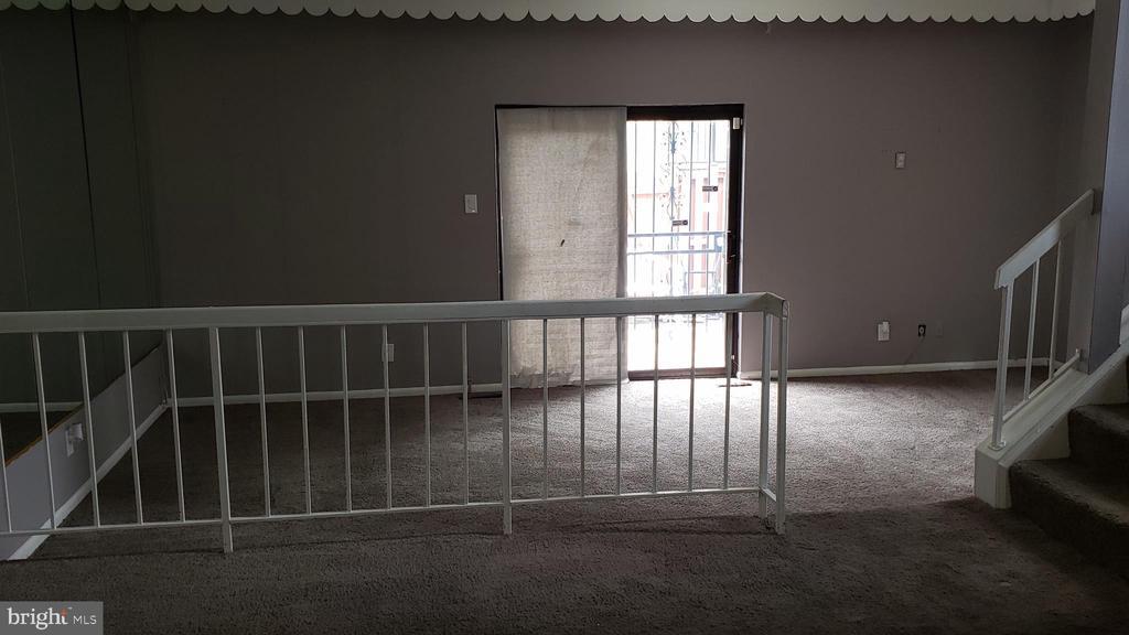 Step down Living room - 3147 CHERRY RD NE #30, WASHINGTON