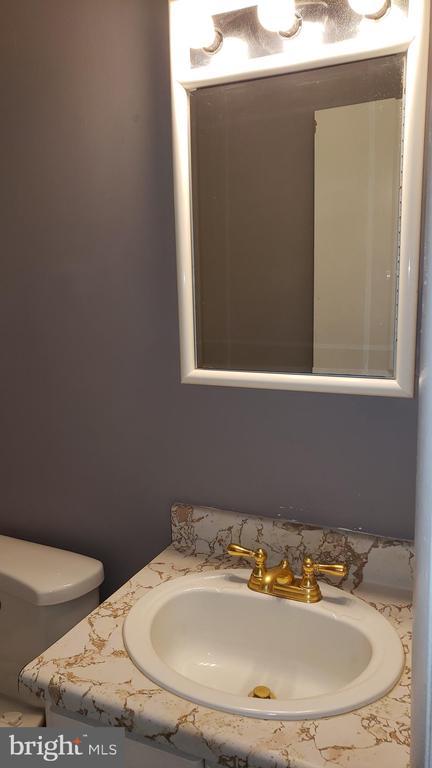 Hall bathroom - 3147 CHERRY RD NE #30, WASHINGTON