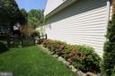 Side yard to fenced back yard - 47429 RIVER FALLS DR, STERLING