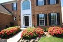 Welcoming front walkway - 47429 RIVER FALLS DR, STERLING