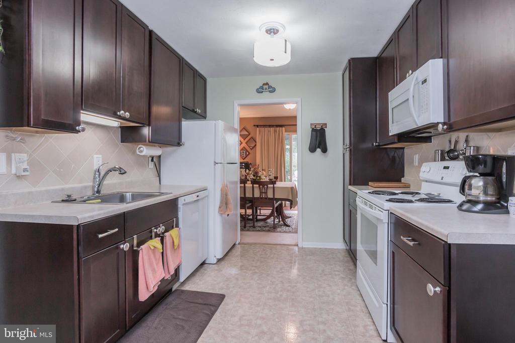 Kitchen - 713 CARTER RD, ROCKVILLE