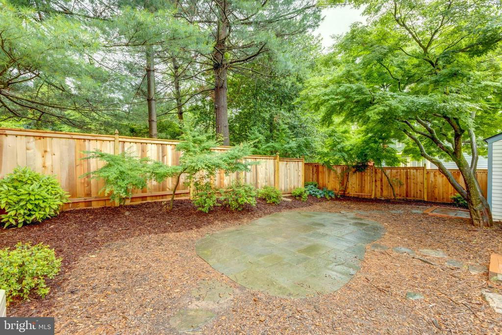 Newer tasteful beautiful fence - 11707 OLD BAYBERRY LN, RESTON