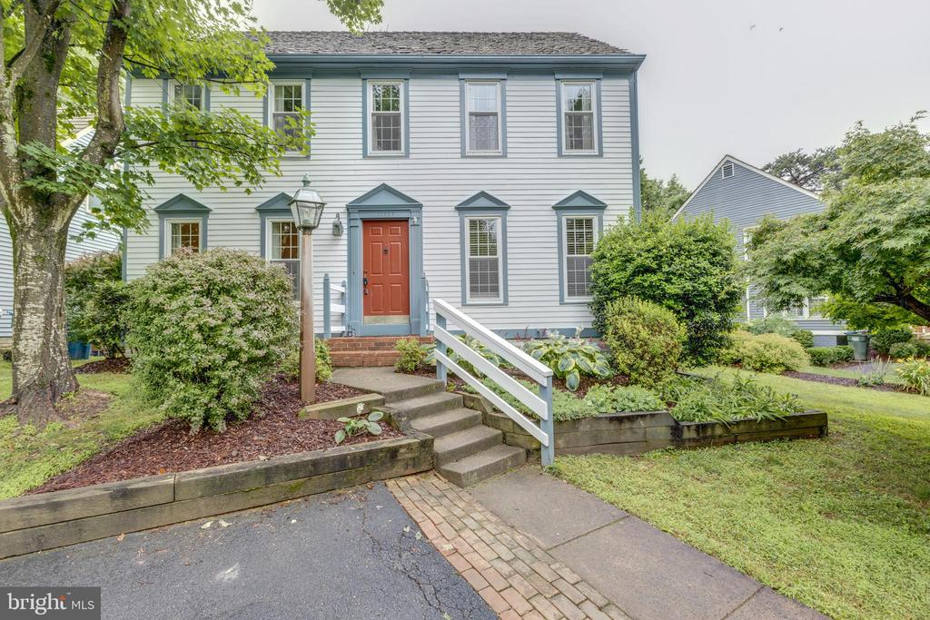 Move in ready and ready for you to call it HOME<3 - 11707 OLD BAYBERRY LN, RESTON