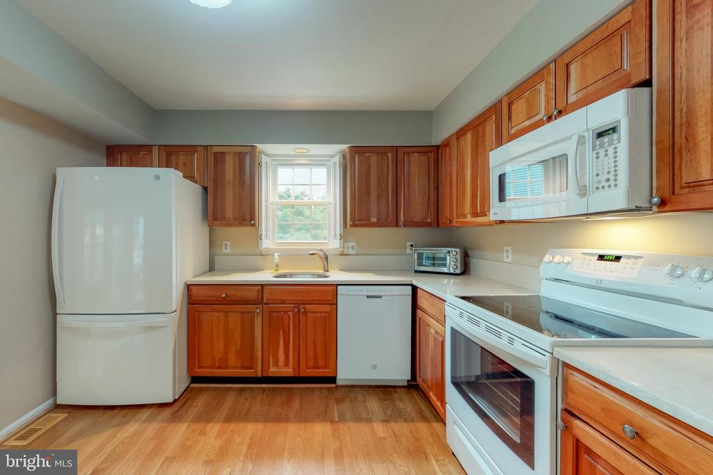 Updated Cherry Cabinets! - 11707 OLD BAYBERRY LN, RESTON