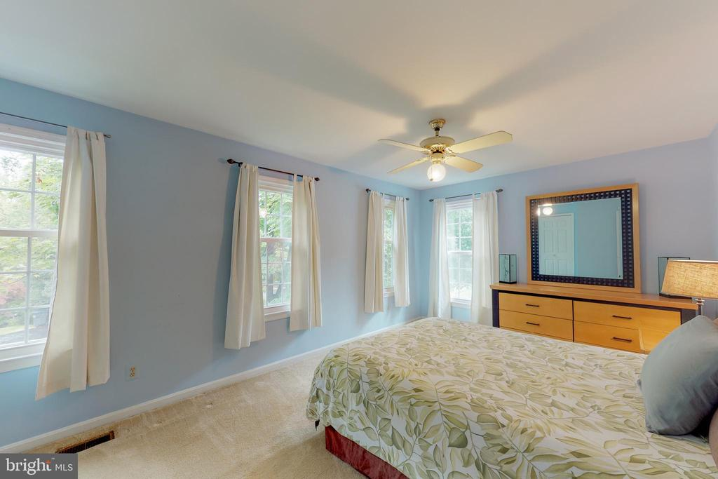 Surprisingly large second bedroom! - 11707 OLD BAYBERRY LN, RESTON