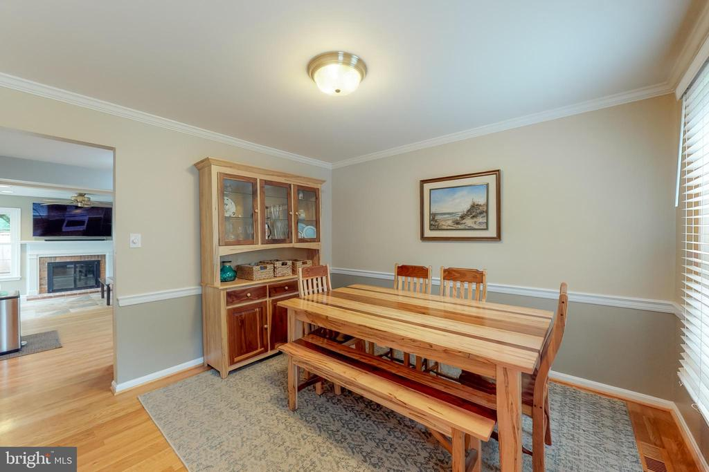 Dining room w/entry from kitchen and foyer - 11707 OLD BAYBERRY LN, RESTON