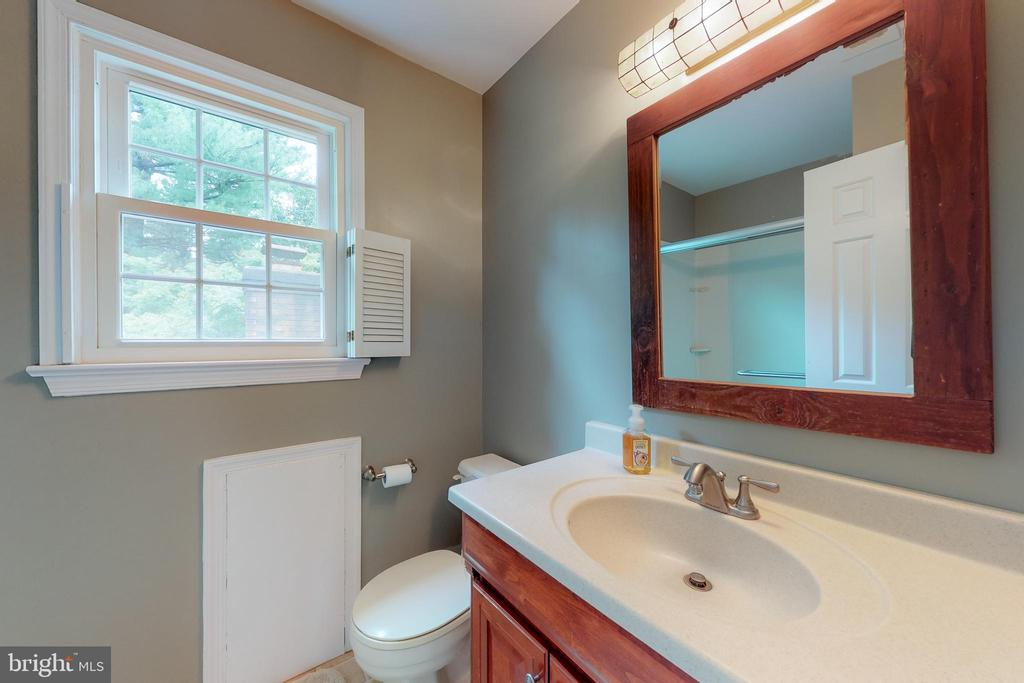 Attached Master Bathroom - 11707 OLD BAYBERRY LN, RESTON