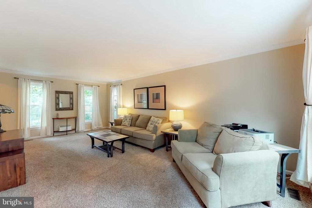 Neutral decor and paint creates a serene space - 11707 OLD BAYBERRY LN, RESTON