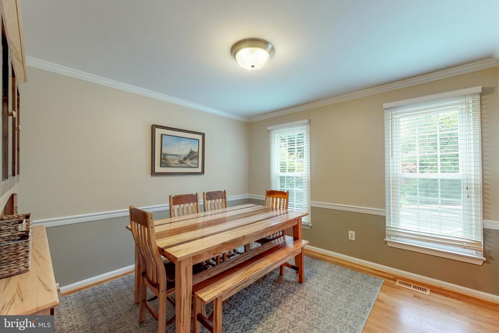 Hardwood floors & big windows=light and neat - 11707 OLD BAYBERRY LN, RESTON