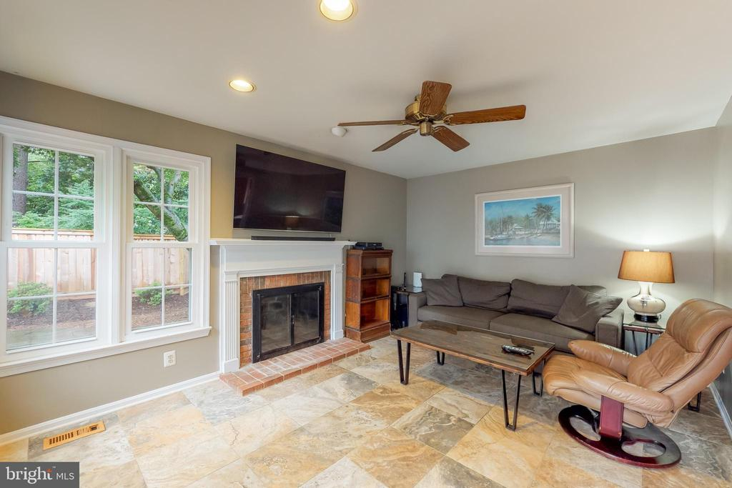 Wood burning fireplace to cozy up when it's cool - 11707 OLD BAYBERRY LN, RESTON