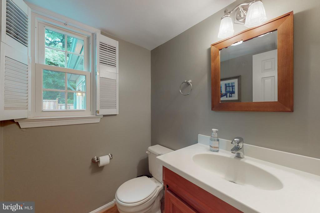 Main level half bath (has wood floors) - 11707 OLD BAYBERRY LN, RESTON