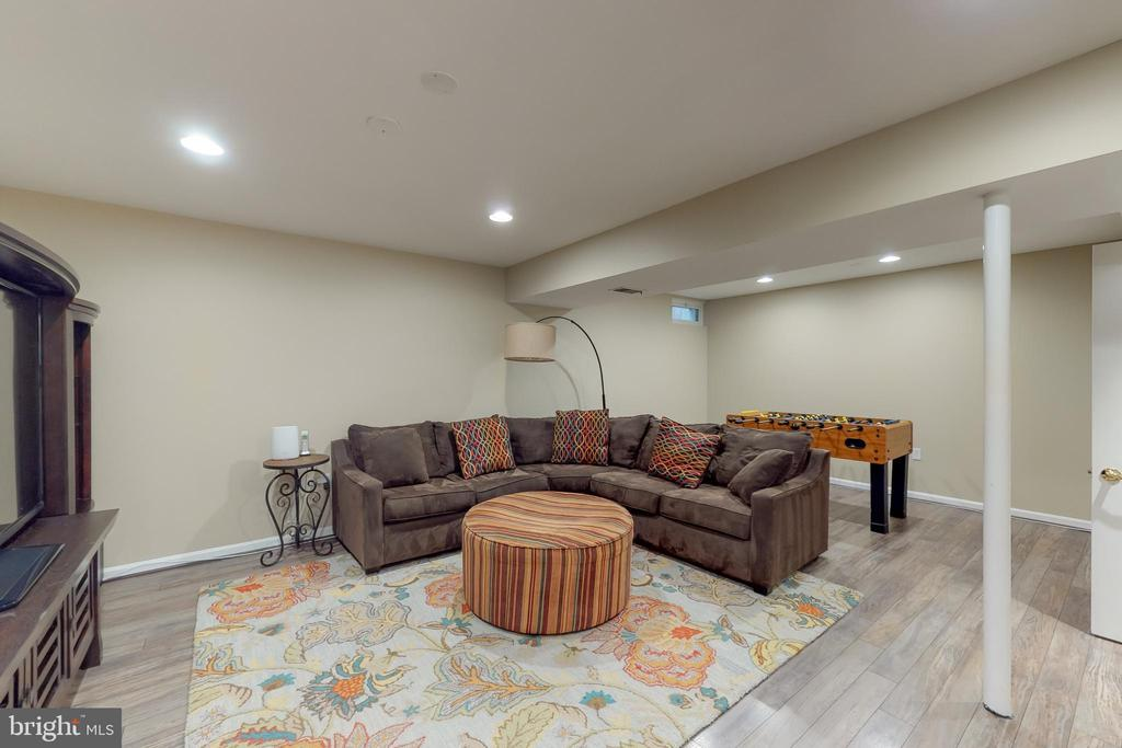 Recently updated rec room! - 11707 OLD BAYBERRY LN, RESTON