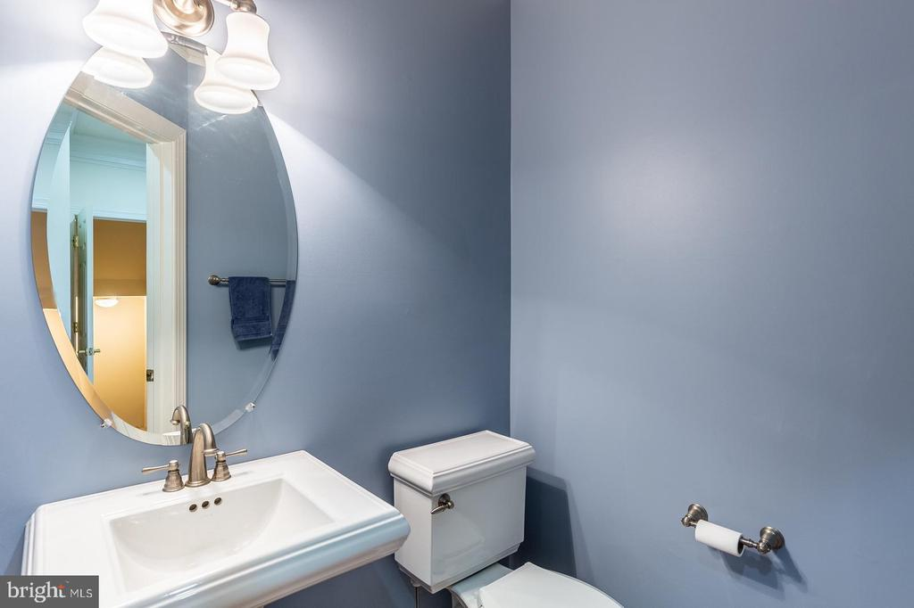 powder room with pedestal sink - 4524 MOSSER MILL CT, WOODBRIDGE