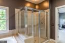 Separate Shower with bench - 4524 MOSSER MILL CT, WOODBRIDGE