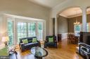 Living Room w Architectural Columns & 12' ceilings - 4524 MOSSER MILL CT, WOODBRIDGE