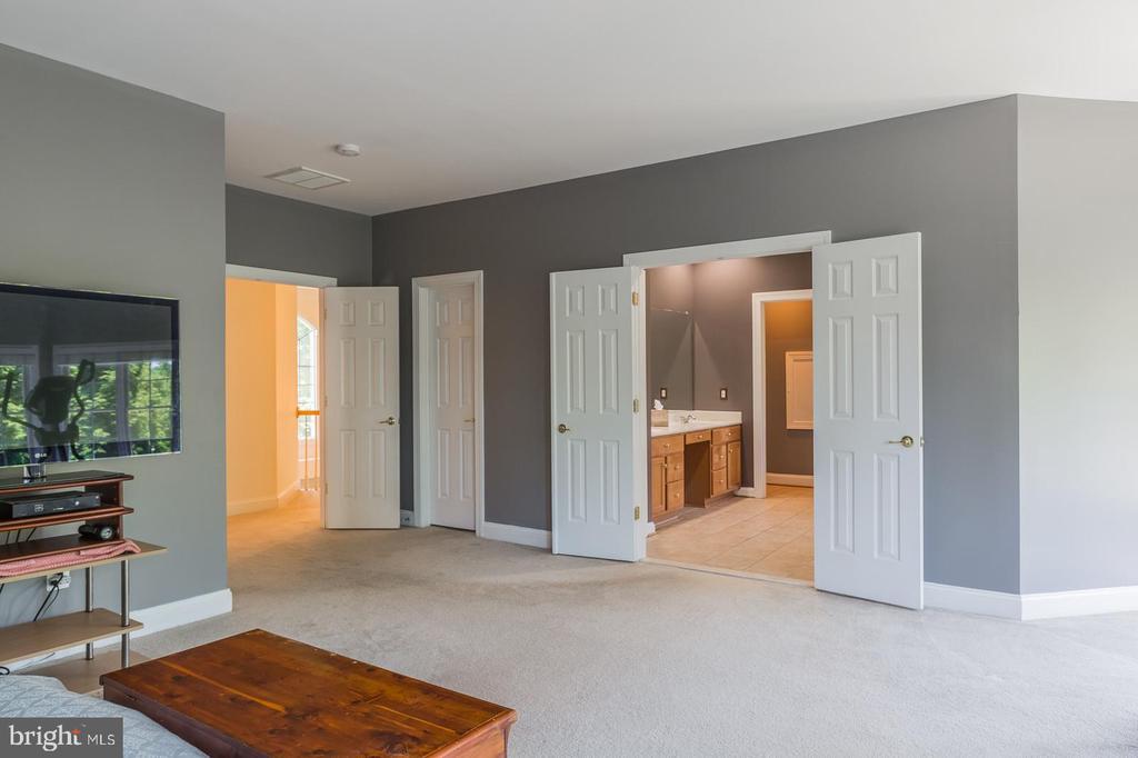 Owners' Bedroom with En Suite Bath - 4524 MOSSER MILL CT, WOODBRIDGE