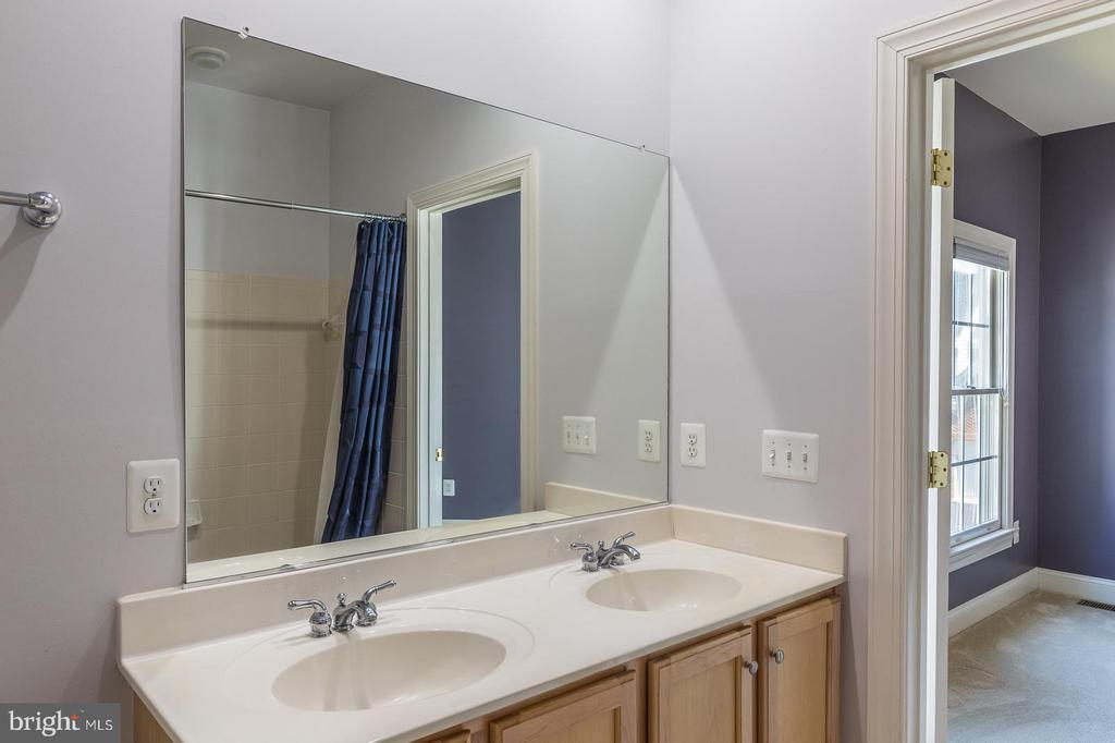 Double Sink Vanity in Bathroom 3 - 4524 MOSSER MILL CT, WOODBRIDGE