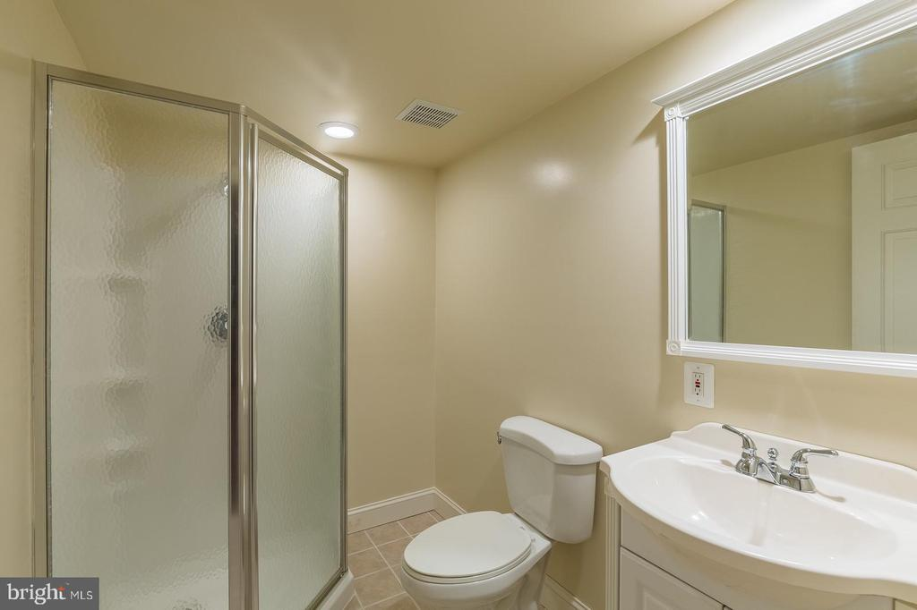 Lower Level has Full Bath #4 great for guests - 4524 MOSSER MILL CT, WOODBRIDGE