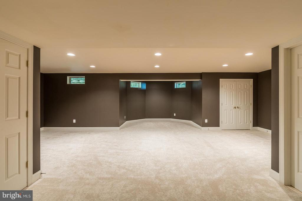 Vast Lower Level w brand new carpet - 4524 MOSSER MILL CT, WOODBRIDGE